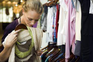 Zwei Drittel der deutschen Verbraucher sind der Ansicht, es sei Aufgabe der Hersteller, eine nachhaltige Textilproduktion zu gewährleisten. Foto: djd/Cotton USA